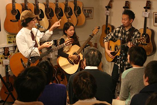 なかよしギタークラブ(田中彬博、豊田渉平、KOYUKI)インストア・ライヴ・レポート 2014.12.13