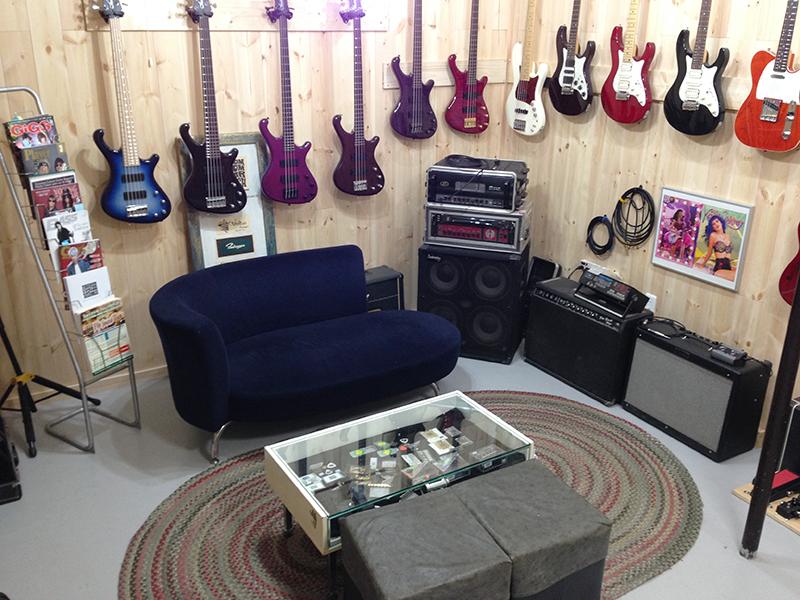 フリーダム カスタム ギター リサーチ ショールーム内観