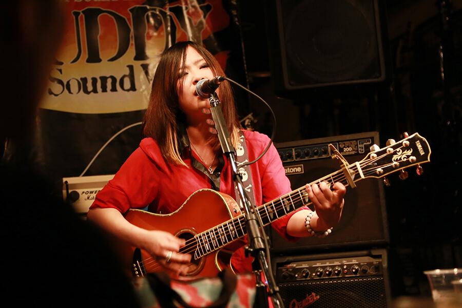 急成長中のシンガーソングライターakariに要注目!
