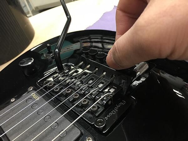 ロック式トレモロ搭載ギターのベストなチューニング方法は?