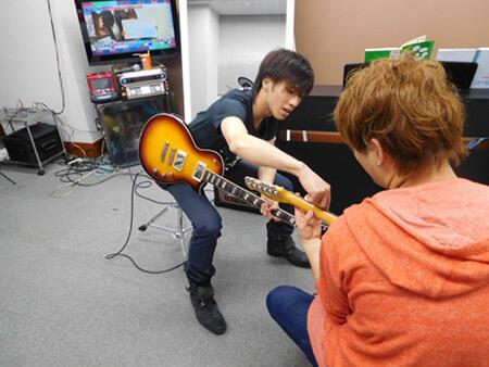 ギター講師になるにはどうしたらいいのでしょうか?