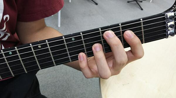 左手親指が安定しません…理想のフィンガリング・フォームは?