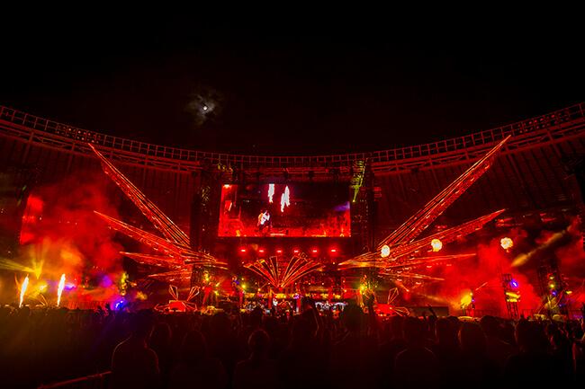 B'z30周年記念ツアーの感動に包まれた千秋楽公演をレポート! LIVE-GYM Pleasure 2018 HINOTORI 2018.9.22 @味の素スタジアム