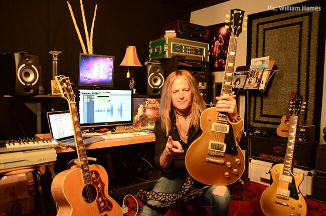 ダグ・アルドリッチ最新奏法:魂を込めた極太&峻烈ギター!! ヤング・ギター2019年4月号