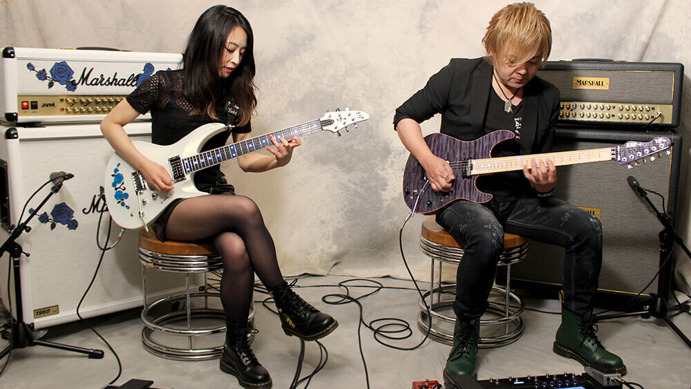 D_DriveのSeijiとYukiが『MAXIMUM IMPACT』最新奏法を映像で披露! ヤング・ギター8月号