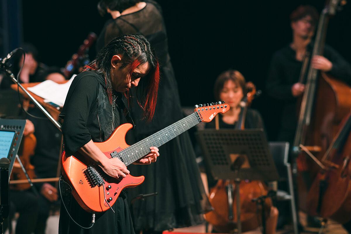 """多弦ギターを操るパイオニア、ISAOのデビュー20周年コンサート""""Symphonic Spark7""""@東京・保谷こもれびホール 2020.11.28"""