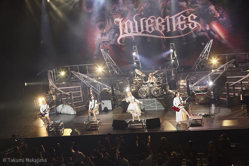 """LOVEBITES、独自の魅力に磨きをかけた最新ライヴ! """"RIDE FOR VENGEANCE TOUR 2021"""" @東京ドームシティホール 2021.3.26"""